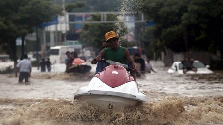 Acapulco, Mexico floods jet ski transport 091613 by Pedro Pardo, AFP