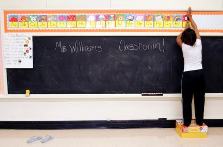 New Orleans teacher Ckaris Williams prepares Houston classroom for NOLA students 2005 by Dave Einsel, AP