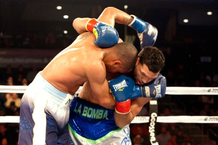 27 - 0! And Still WBA Supermiddleweight Champion of the World --- WARD Finesse Destroys  Rodriguez