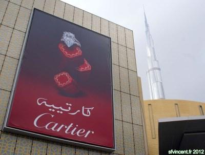 Dubaï, Emirats Arabes Unis. La juxtaposition d'un panneau ...