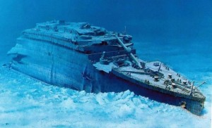 Real ship Titanic underwater-r ‫(1)‬