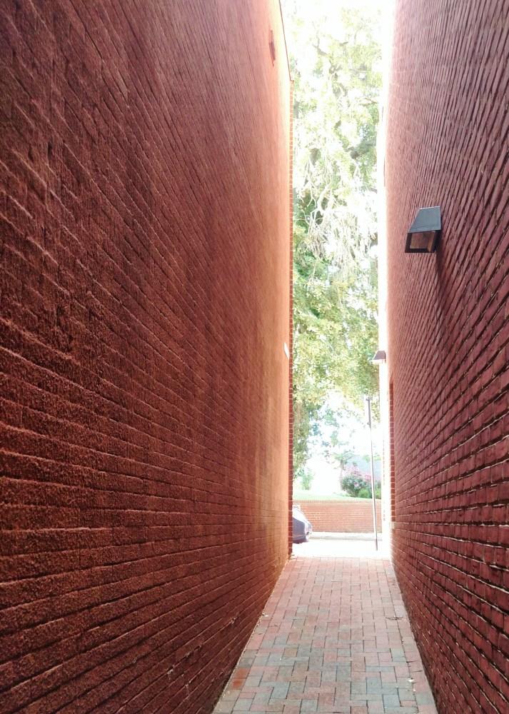 More alleyways in Annapolis on Shalavee.com