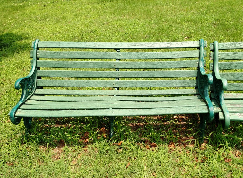 empty bench on Shalavee.com