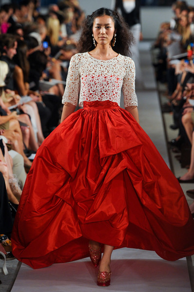 red oscar de la renta dress