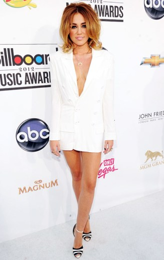 miley cyrus white jacket red carpet
