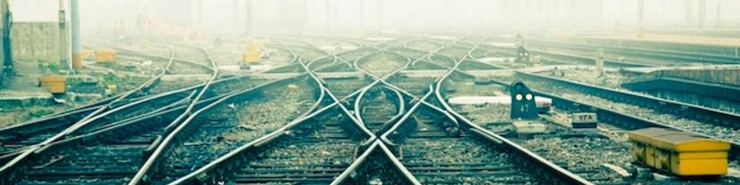 rail-path-divergence-choice-88101679