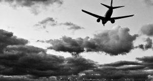 Airplane landing in Oslo
