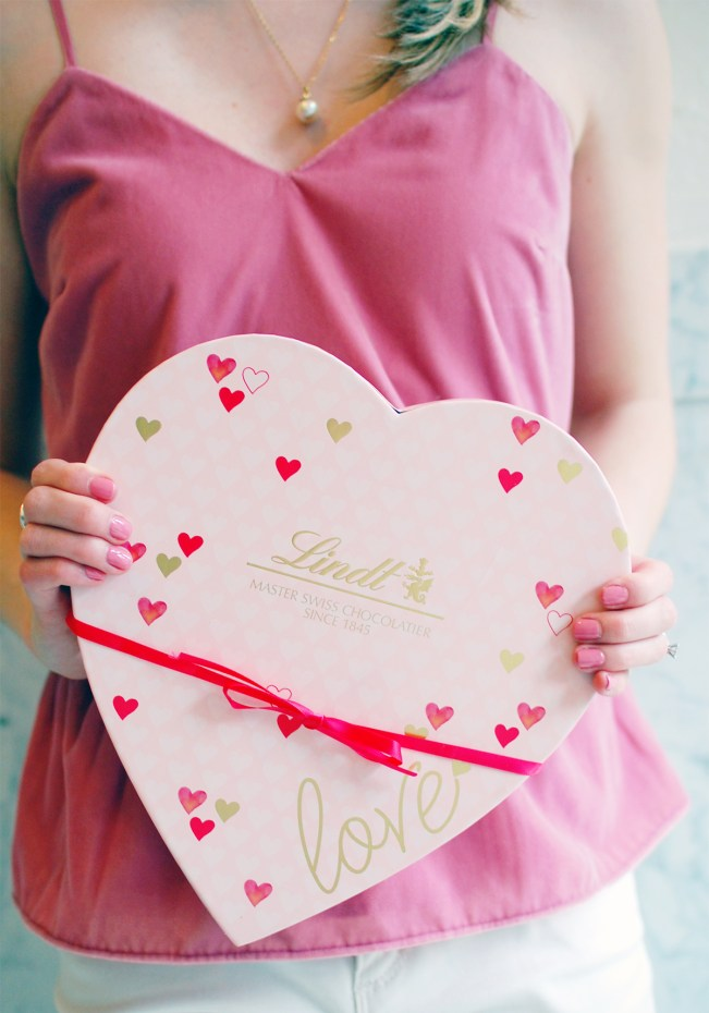 lindt pink heart gift box