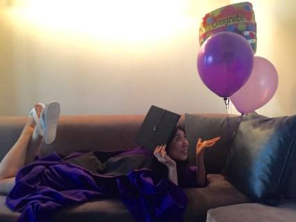 自己的畢業典禮懶得參加,朋友畢業卻超熱血,連自色氣球都買了!