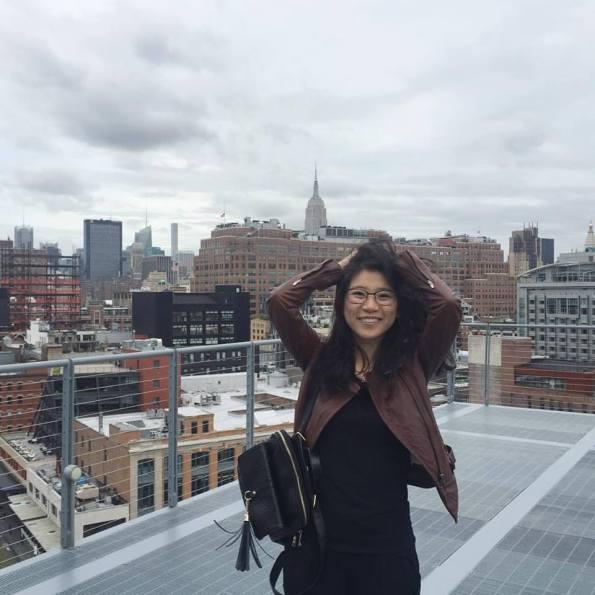 跟紐約告別,果然得找個屋頂加上 skyline 美景,才有地產記者的氣勢!