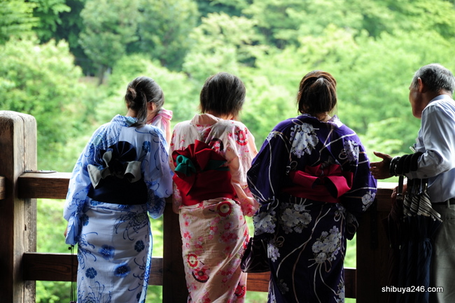 Showing off the obi of these ladies yukata as they get their tour explained