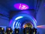 トンネル内ではライトアップも