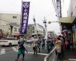当日はあいにくの小雨でしたが勇壮な武者行列やさまざまな団体が鳥山町の三会(さんねん)寺から小机城址市民の森までを行進