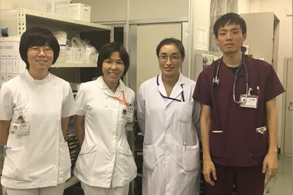 左から加藤先生、病棟師長、ノヤンさん、田中先生