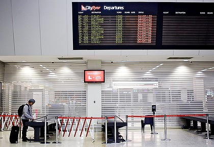 australia airport chaos - affected by Chiliean volcano ash cloud
