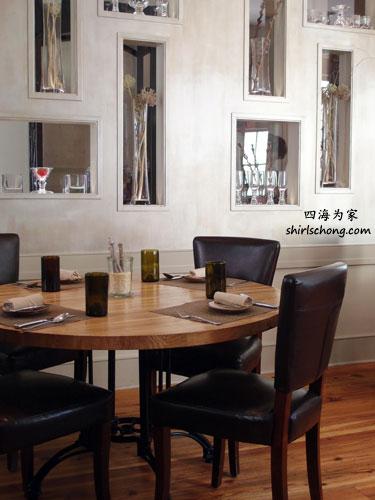 被选为 2011 年美国最佳新餐厅 Husk Restaurant 室内优雅的设计。