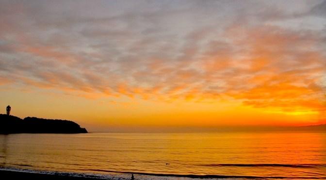 冬を迎えた江ノ島からの夕日
