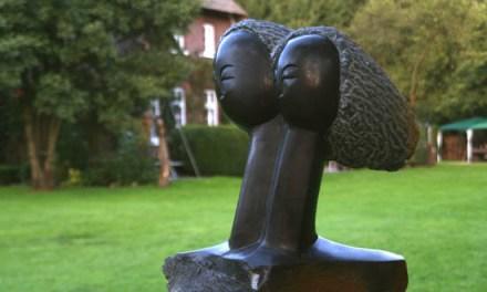 Titel: Moving in Harmony Künstler: Collin Maduwapera Stein: Springstone Höhe: ca. 40 cm