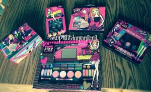 Pink Fizz: The ultimate cosmetic brand exclusively Sold at Toys R Us (Giveaway)