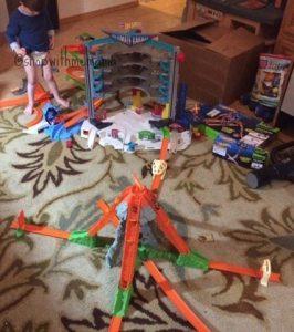 Inspiring Imaginative Play With Hot Wheels Toys! #SparkingAwesome