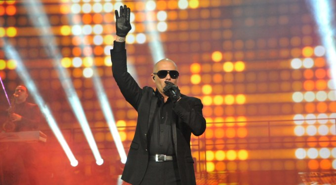 Music Rodeo: Pitbull's Pig, Quinn's Mustache, Miley's Legs
