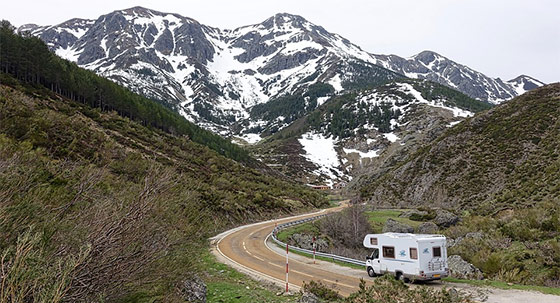 motorhome-camper-mountains-van