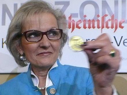 Evelyn Hecht-Galinski mit der Karl-Marx-Medaille Foto: arbeiterfotografie.com