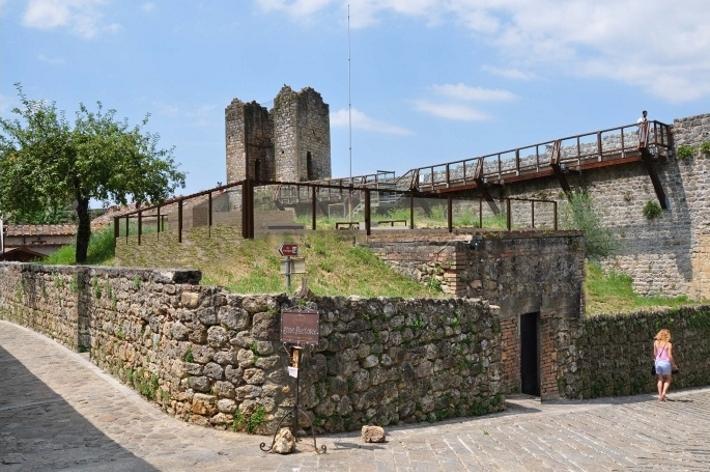Monteriggioni il comune supporta le associazioni di for Rendering giardino