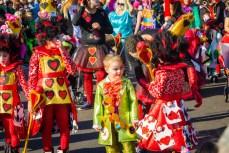 Карнавал на Тенерифе — детишки в костюмах с картами