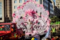 Главное шествие карнавала на Тенерифе в 2016 году — участница конкурса королевы карнавала в розовом