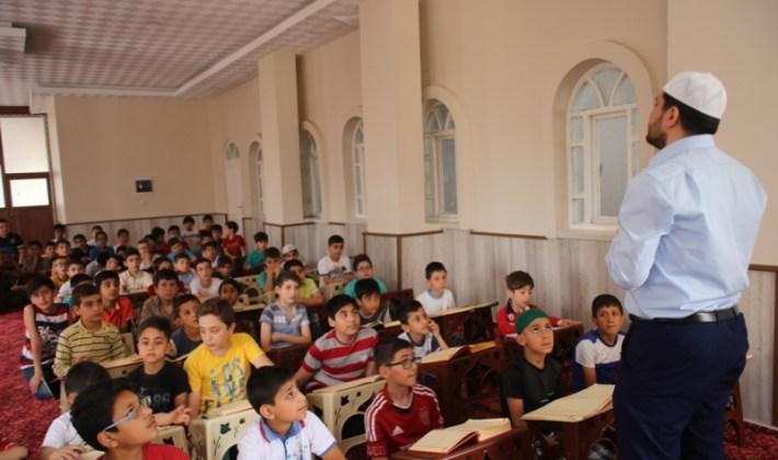Örnek Cami'den Örnek Çalışma Kur'an-ı Kerim'i Bilgisayarla Öğreniyorlar