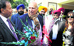 Pakistan Punjab Governor Mohammad Sarwar being welcomed in Jalandhar Cantonment