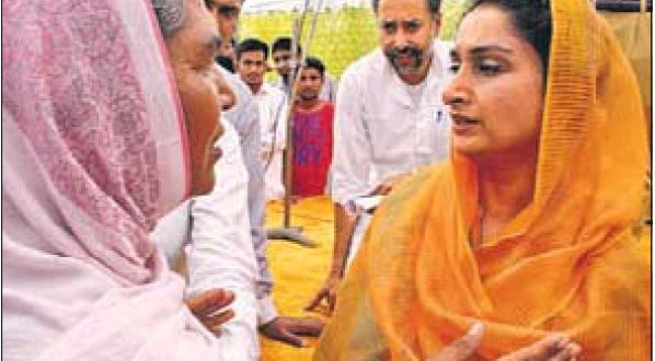 SAD candidate Harsimrat Kaur Badal talking to villagers in Maisar Khana village, Bathinda, during her campaign