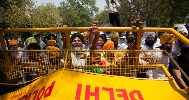 Sikhs break a barricade as they protest against Captain Amarinder Singh for his recent remarks on the 1984 Sikh genocide