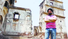 UK-based historian Bobby Bansal outside the Sheikhupura Fort in Pakistan.