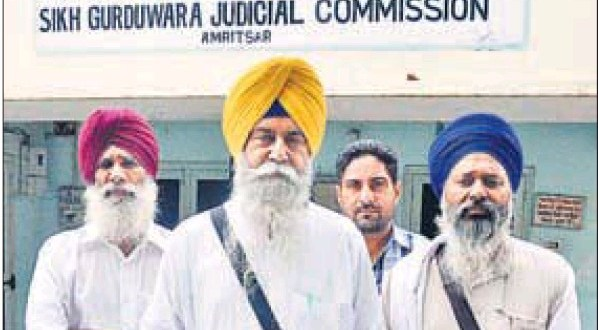 Baldev Singh Sirsa (C), president, Akali Dal (Panch Pardhani), and others at the judicial commission on Thursday