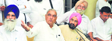 CM Bhupinder Singh Hooda (second from left) at a press conference in Chandigarh. Jagdish Singh Jhinda, HSGPC leader (left), HS Chatha and Randeep Singh Surjewala are also seen.