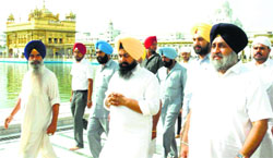 Deputy CM Sukhbir Badal pays obeisance at the Golden Temple in Amritsar