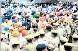 Fresh attempt by HSGMC men to enter Kurkshetra Gurdwara forcibly