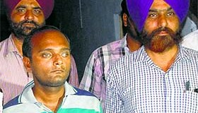 Accused Kamal Verma of Muzaffarnagar (left) in police custody in Amritsar