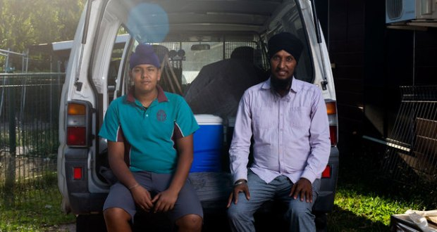 Tejinder Pal Singh (R) has been named 'Australian of the Day' for feeding the homeless in Darwin. Photo: australianoftheday.com.au
