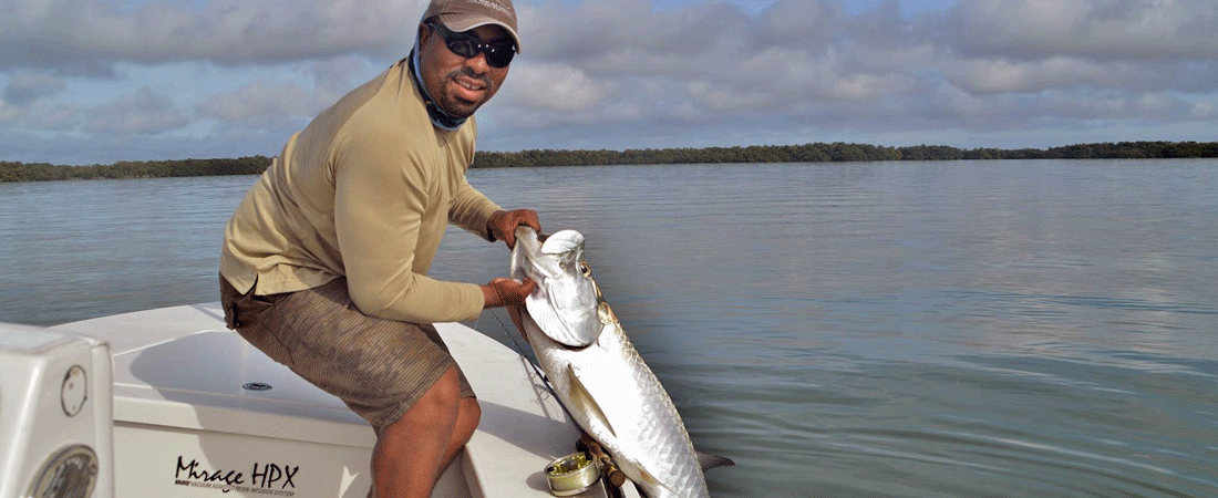 slider-captain-with-tarpon-on-fly