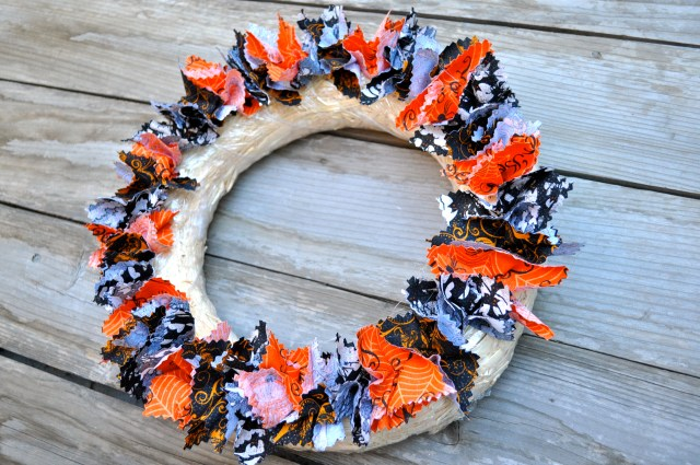 Fabric Halloween Wreath First Row - Simple Sojourns