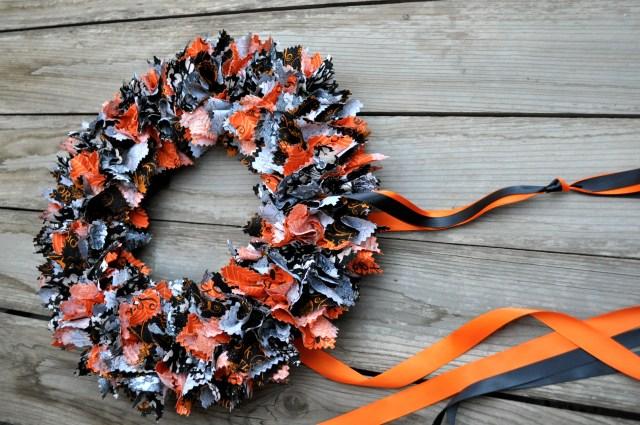 Fabric Halloween Wreath Ribbon Hanger | Simple Sojourns