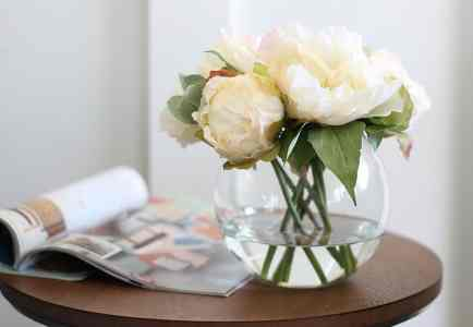 How To Use Stylish Faux Flowers At Home