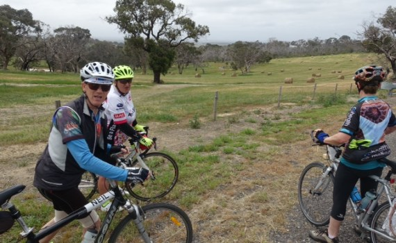 Coorong cyclists 329