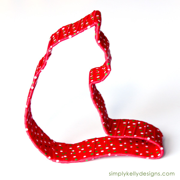 A Purrfect Christmas Ribbon Wrapped Cat Ornament by Simply Kelly Designs #diyornaments #ornaments #Christmas #ribbonwrapped #catlovers #punny #purrr #Silhouette