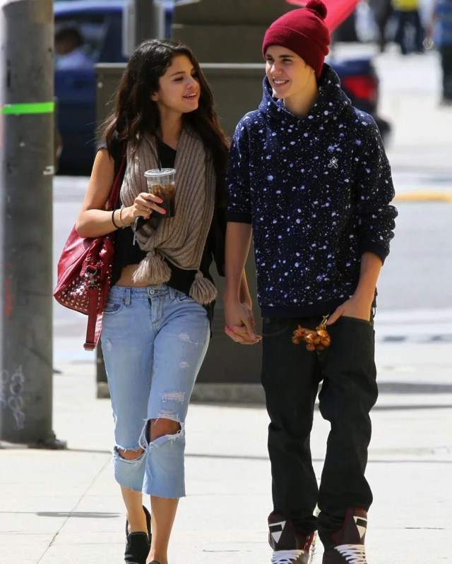 selena gomez and justin bieber with coffee