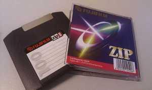 Sehen immer noch genauso aus wie damals, diese ZIP-Disketten.
