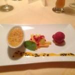 Crème Brulée von der Tonkabohne mit Cassissorbet